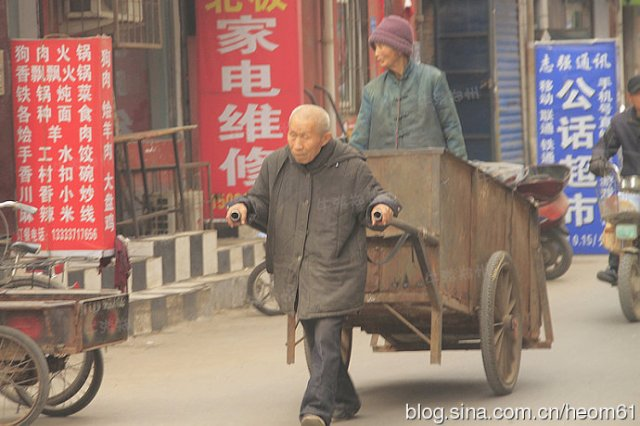 The-garbage-truck-love-a-old-Chinese-couple-1-2